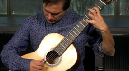 Sebastián Caldas plays Triunfal